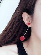 Raudoni aksominiai auskarai