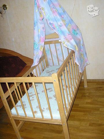 Medinė tvirta lovytė kūdikiui+priedai