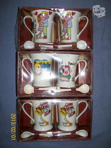 Du nauji puodelių rinkiniai