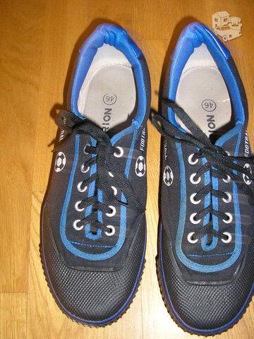 Vyriški nauji batai skirti futbolui